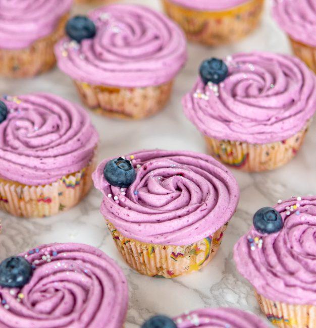 Limun cupcakes sa borovnicom i tonkom